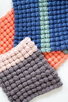 Excellent Totally Free Crochet cowl baby Thoughts Topflappen mit Noppen in bunten Farben Baby Knitting Patterns, Hand Knitting, Crochet Patterns, Crochet Gratis, Free Crochet, Bobble Crochet, Crochet Top, Crochet Potholders, Crochet Squares