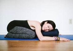 Here are 14 yoga poses that will help heal back pain. These ancient practices will alleviate the pain and will help relax your muscles. These poses are simple and easy to do at home either in the morning or at night.