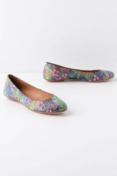 I won't overlook a good pair of flatties. Big (size 9) and extremely flat feet don't really like heels that much. Very pretty.