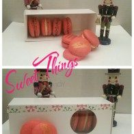 French macarons in a box - sweetthingsbywendy.ca Edible Favors, Party Favours, Joy To The World, Macarons, French, Cookies, Box, Sweet, Crack Crackers