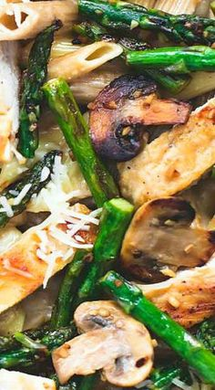 Savory garlic chicken mushroom and asparagus penne with amazing flavor and comes together in just 30 minutes. A healthy, easy spring pasta! Chicken Asparagus Pasta, Asparagus And Mushrooms, Asparagus Recipe, Garlic Chicken, Stuffed Mushrooms, Chicken Mushrooms, Asparagus Spears, Mozzarella Chicken, Tasty