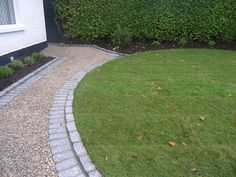 Gravel walkway to match the driveway Resin Driveway, Driveway Edging, Patio Edging, Flagstone Walkway, Stone Driveway, Outdoor Walkway, Gravel Driveway, Driveway Entrance, Gravel Patio
