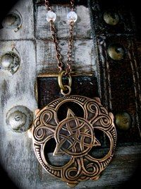 Jewelry Pagan Wicca Witch: Triquetra with Moonstone Beads. Pagan Jewelry, Viking Jewelry, Jewelry Box, Jewelry Making, Jewellery, Celtic Symbols, Celtic Art, Celtic Culture, Irish Celtic