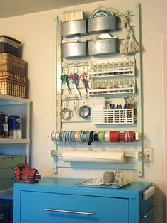 28 Inspirational Ways How to Repurpose Old Baby's Cribs - ArchitectureArtDesigns.com Crib Spring, Crib Rail, Wand Organizer, Hanging Organizer, Hanging Storage, Old Cribs, Contemporary Home Offices, Craft Room Storage, Craft Rooms