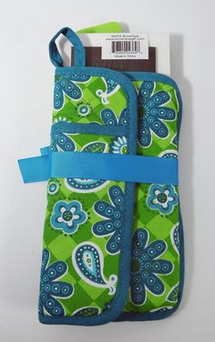 - 3 piece set - Spatula, pot holder & notepad - Coordinated colors - Perfect small gift for any occasion - Look for other products from this line - On pinterest too Product Description Enjoy using thi