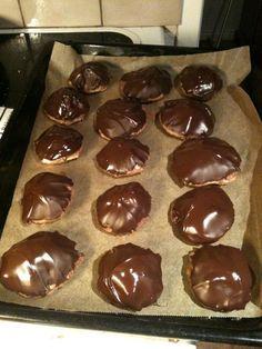 Chocolatbiscuits with butterchocolatcoffecrem filling. Soooo darn good!