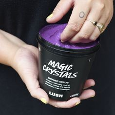 A bewitching salt body scrub perfect for post-workout routines that need a cooling touch. Lush Body Scrub, Salt Body Scrub, Lush Products, Beauty Products, Lush Canada, Ingrown Leg Hair, Lush Aesthetic, Pre Shave, Lush Cosmetics