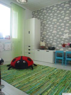 lastenhuoneen sisustus,stuva,ikea,färg&form,pilvitapetti,lastenhuone Kids Room, Ikea, Rugs, Bedroom, Interior, Home Decor, Farmhouse Rugs, Room Kids, Decoration Home