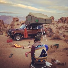 Have you been a little scared to go camping because it's something you've never done before? Don't let that prevent you from camping! So, this article is perfect for you. You will find some of the most. Adventure Is Out There, Adventure Time, Adventure Travel, Rv Travel, Adventure Gear, Camping Sauvage, The Road, Auto Retro, Jeep Wagoneer