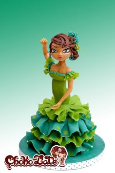 Modeling chocolate cake topper figurine. Sevillanas anounces the famous Feria de avril in South of Spain, celebrating the Spring season! I shall post the entire cake this coming Sunday. Hope you enjoy every single detail.