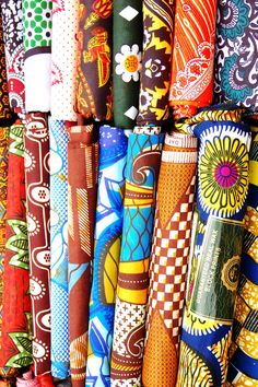 Kitenge or chitenge is an East African fabric similar to sarong, often worn by women and wrapped around the chest or waist, over the head as a headscarf, or as a baby sling. African Textiles, African Fabric, African Art, African Prints, African Style, Africa Decor, Pot Pourri, Cloth Flowers, Kitenge