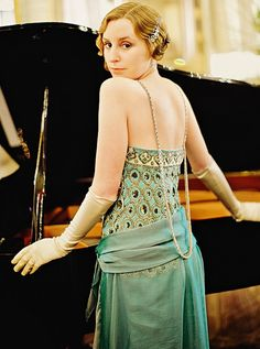 Edith Crawley, season 4 -- I must find a full length picture of this from the front -- she made such an entrance into that restaurant in this dress!