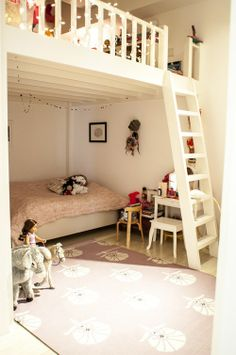 Sneak Peek: Naomi Ben Shahar via Design*Sponge (love the loft in the kid's room) Mezzanine Bedroom, Loft Room, Bedroom Loft, Bedroom Decor, Loft Playroom, Bedroom Ideas, Lego Bedroom, Girls Bedroom, Girls Bunk Beds