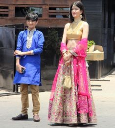 Bollywood looks grand at Sonam's shaadi. Bollywood Actress Hot Photos, Bollywood Girls, Bollywood Fashion, Dress Indian Style, Indian Dresses, Indian Wedding Outfits, Indian Outfits, Casual Indian Fashion, Bridal Wardrobe