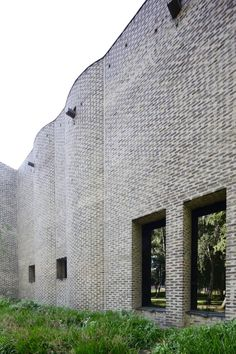 Sigurd Lewerentz Sankt Markus, Stockholm - characteristic brick walls with thick mortar joints. The brick is red, but the wall looks almost grey