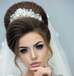 Make western hair - Wedding Hairstyles Crown Hairstyles, Indian Hairstyles, Bride Hairstyles, Pretty Hairstyles, Long Hair Wedding Styles, Short Hair Styles, Bride Makeup, Hair Makeup, Western Hair