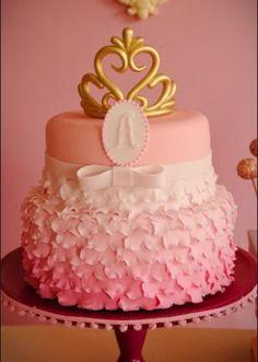 Esse delicadíssimo bolo que lembra um vestido de princesa é uma criação da Nika Linden (www.nikalinden.com.br) para uma festa organizada pela Caraminholando (www.caraminholando.com.br).