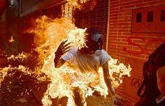BRUTAL :Prenden en llamas a joven opositor y a otro lo aplasta un tanque en Venezuela