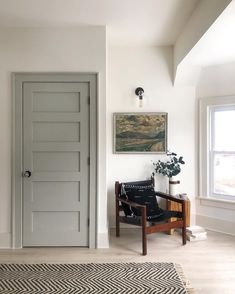 Casual Saturday : What& In a (House) Name, Willow, An Inspiring interior paint combination, Weekend Sales and more! - Chris Loves Julia Source by. Interior Door Colors, Grey Interior Doors, Grey Doors, Interior Trim, Interior Design, Interior Door Styles, Trim On Doors, Cottage Doors Interior, 4 Panel Doors