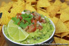Comment préparer l'authentique guacamole mexicain au pico de gallo. Recette facile. L'incontournable à déguster en apéro avec des chips tortillas. Délicieux
