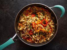 Food network recipes 468867011209887156 - Get Six Pepper Pasta Recipe from Food Network Source by Chef Recipes, Food Network Recipes, Pasta Recipes, Vegetarian Recipes, Cooking Recipes, Yummy Recipes, Tofu Recipes, Healthy Recipes, Recipies
