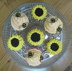 Beehive and sunflower cupcakes