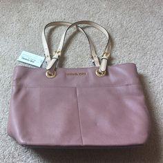 Michael Kors - New Bedford top zip pocket tote Medium bag, inside zip pocket, 4 pockets inside, two pockets outside. Never used tag still on bag Michael Kors Bags Totes