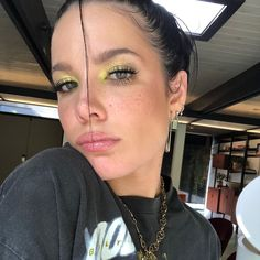 American singer, also known as Halsey Face Photography, One Hair, Glamour, Woman Face, Makeup Looks, Fancy Makeup, Hair Makeup, Make Up, Pretty