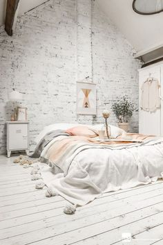 Get inspired by this almost all-white bedroom look. Can I sleep here, please? Even if it's just for tonight...