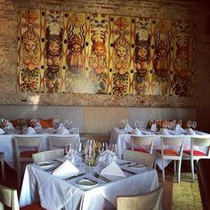 Brujas de Cartagena, Cartagena - Colombia Table Settings, Home Decor, Environment, Living Room Red, Cartagena Colombia, Diners, Bruges, Decoration Home, Room Decor