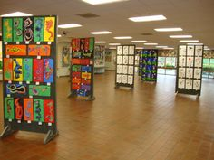 Thomas Elementary Art: Thomas Elementary Art Show Group Art Projects, Art Area, Art Lessons For Kids, Artwork Display, Art Walk, Art Classroom, Classroom Ideas, Art Lesson Plans, Art Festival