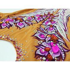 es una firma dedicada al diseño, confección, pintura y decoración con cristales. email: info@davidemaillots.com  facebook: Davide Maillots
