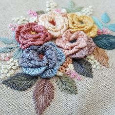 Hand Embroidery Patterns Flowers, Basic Embroidery Stitches, Creative Embroidery, Crewel Embroidery, Hand Embroidery Designs, Ribbon Embroidery, Brazilian Embroidery, Fabric Crafts, Couture