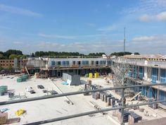 Een mooi plaatje waar het winkelcentrum de Hoge Singel in bouw is in Berkel  in Rodenrijs