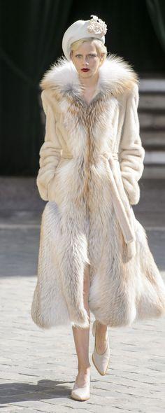 Ulyana Sergeenko Fall-winter 2017-2018 - Couture - http://www.orientpalms.com/Ulyana-Sergeenko-6827 - ©ImaxTree