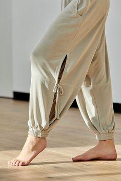 Yoga Fashion, Cute Fashion, Fashion Outfits, Womens Fashion, Harem Sweatpants, Estilo Hippie, Comfy Pants, Pants Pattern, Diy Clothes
