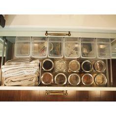 セリアとキャンドゥのアイテムで作る、取り出しやすい&中身が上から見えるキッチン収納 LIMIA (リミア)