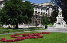 Viena. Estatua de Mozart en el jardín imperial. Obra de Viktor Tilgner inaugurada en 1869
