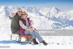 Stock Photo: Starszy para na sanki biorąc autoportret z aparatu cyfrowego na szczyt górski