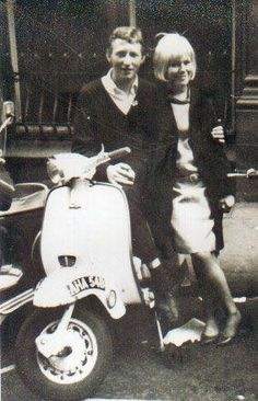 Mod couple based in London: the male wore shirt and the sweater, the female was like Twiggy, and rode Vespa Mod Fashion, 1960s Fashion, Youth Culture, Pop Culture, Mod Scooter, Lambretta Scooter, Piaggio Vespa, Youth Subcultures, Mod Look
