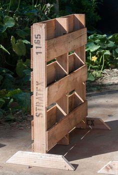 Si vous aimez les projets créatifs, vous pouvez expérimenter avec un modèle de jardinière en palette de bois à faire soi-même. Découvrez-le dans ce dossier!
