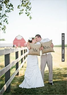 Mr. and Mrs. Pillows. These are too cute and such a great keepsake! | VIA #WEDDINGPINS.NET