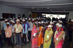 नया रायपुर स्थित महानदी भवन, जहां मंत्रालय संचालित है। बालोद जिले के पंचायत प्रतिनिधियों ने मंत्रालय का भ्रमण कर वहां की संरचना एवं व्यवस्था के बारे में जाना। अनुसूचित जाति जनजाति विकास विभाग के कार्यालय का अवलोकन करते हुए अधिकारियों-कर्मचारियों को कामकाज में तल्लीन देखा। रजिस्ट्रार श्री भगवान सिंह कुशवाहा ने प्रतिनिधियों को मंत्रालय में होने वाले कामकाज की जानकारी दी। जिम में आधुनिक यंत्रों पर जोर-आजमाईश दिखाते हुए प्रतिनिधियों ने व्यायाम किया। लायब्रेरी में बैठकर विभिन्न अखबार देखे-पढ़े।