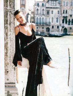 Venetian holidays Patrick Demarchelier, Amber Valletta & Shalom Harlow  Harpers Bazaar September 1993