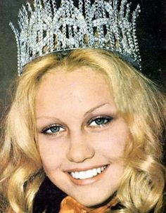 Anneline Kriel, the 1974 Miss South Africa Beauty Pagent Winner. The History of Miss South Africa Beautiful Inside And Out, Most Beautiful, Beautiful People, Miss World, Beauty Pageant, Pretoria, African History, African Beauty, Celebs