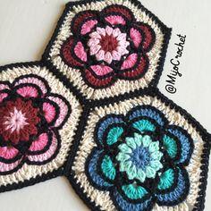 Äntligen är mönstret klart till Painted Flower hexagonen! Denna hexagon är tät och passar bra till filtar, kuddar och väskor till exempel. Mönstret består av diagram samt bilder på varje varv och v…