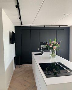 Kitchen Pantry, New Kitchen, Kitchen Dining, Modern Kitchen Design, Modern House Design, Beautiful Houses Inside, Interior Architecture, Interior Design, House Inside
