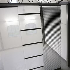 ann idstein® | Panel System | Textil partition system (hanging next to a Venetian Blind)