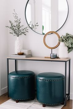 Check this, you can find inspiring Photos Best Entry table ideas. of entry table Decor and Mirror ideas as for Modern, Small, Round, Wedding and Christmas. Oversized Round Mirror, Black Round Mirror, Round Mirrors, Oversized Chair, Small Front Entryways, Small Entry, Entryway Mirror, Entryway Decor, Entryway Ideas