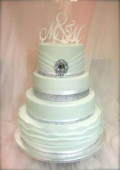 Kimaltelevaa Hääkakkua!  Wedding cake with bling bling!  www.kakkuhelmi.fi